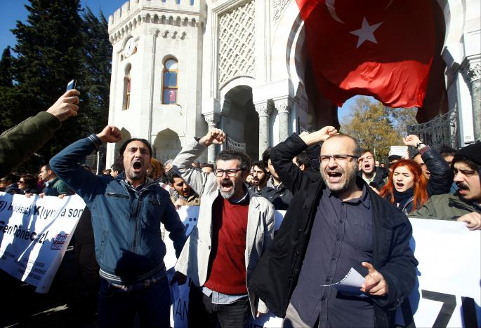 Demonstrators shout slogans during a protest against a purge of thousands of education staff since an attempted coup in July, in front of the main campus of Istanbul University at Beyazit square in Istanbul, Turkey, November 3, 2016. REUTERS/Osman Orsal