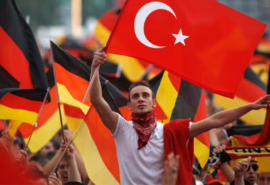 20130321_german-turks-with-flag_large