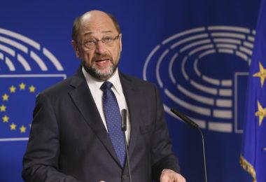 BRU02 BRUSELAS (BÉLGICA) 24/11/2016.- El presidente del Parlamento Europeo, Martin Schulz, ofrece una rueda de prensa en Bruselas (Bélgica) hoy, 24 de noviembre de 2016. Schulz anunció hoy que deja la presidencia de la Eurocámara para regresar a la política alemana. Schulz, en una comparecencia ante los medios, confirmó las informaciones anteriores de que no va a optar a renovar en enero su mandato al frente del PE y que se va a presentar como cabeza de lista de los socialdemócratas por el lander de Renania del Norte Westfalia. EFE/Stephanie Lecocq