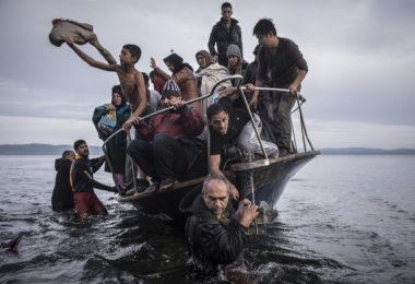 18-lens-refugees-slide-8as8-superjumbo