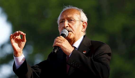 Turkey's main opposition Republican People's Party (CHP) leader Kemal Kilicdaroglu addresses his supporters during an election rally for Turkey's June 7 parliamentary election, in Ankara, Turkey, May 31, 2015. REUTERS/Umit Bektas  - RTR4Y93D