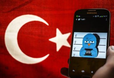 A picture representing a mugshot of the twitter bird is seen on a smart phone with a Turkish flag on March 26, 2014 in Istanbul. A Turkish court on Wednesday overturned the government's controversial Twitter ban imposed after audio recordings spread via the social media site implicated Prime Minister Recep Tayyip Erdogan in a corruption scandal. AFP PHOTO / OZAN KOSE / AFP PHOTO / OZAN KOSE